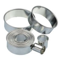 Eleven Round Plain Pastry Cutters & Storage Tin